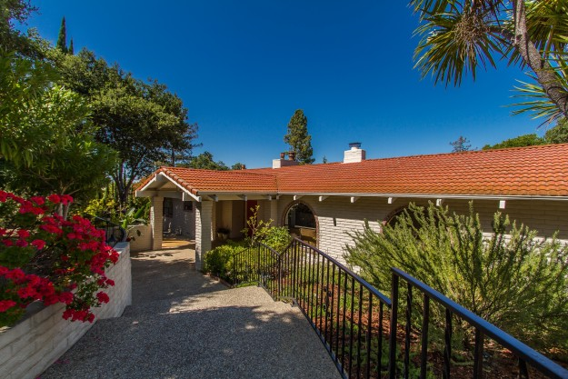 1563 Plateau Avenue, Los Altos